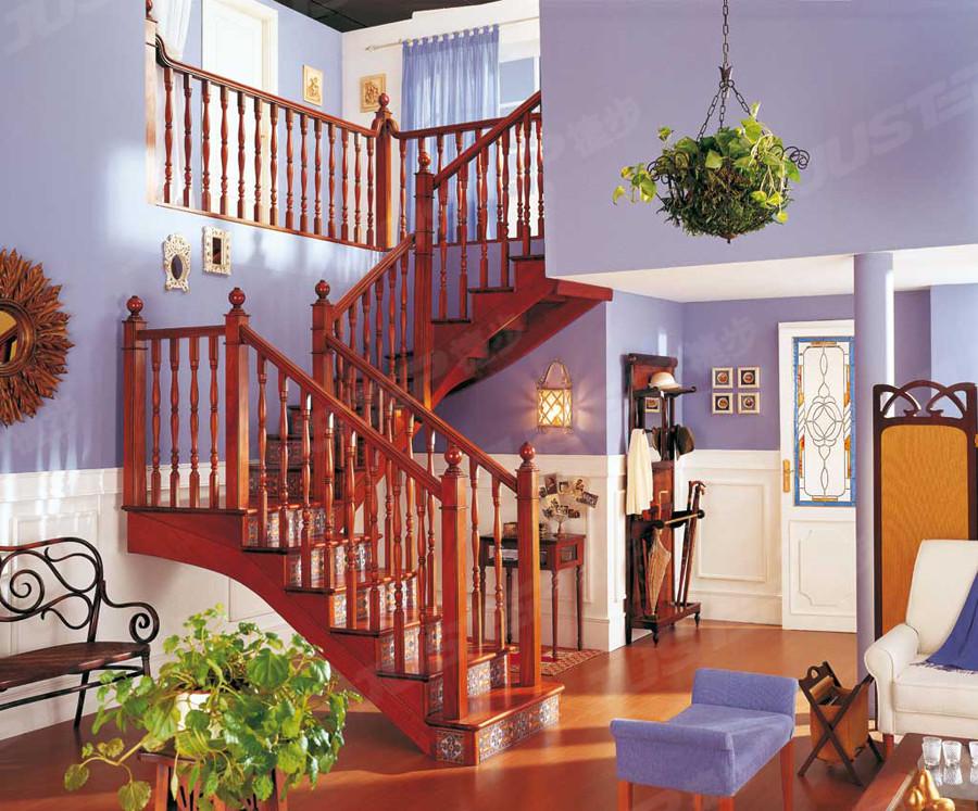 复式楼欧式旋转楼梯装修效果图