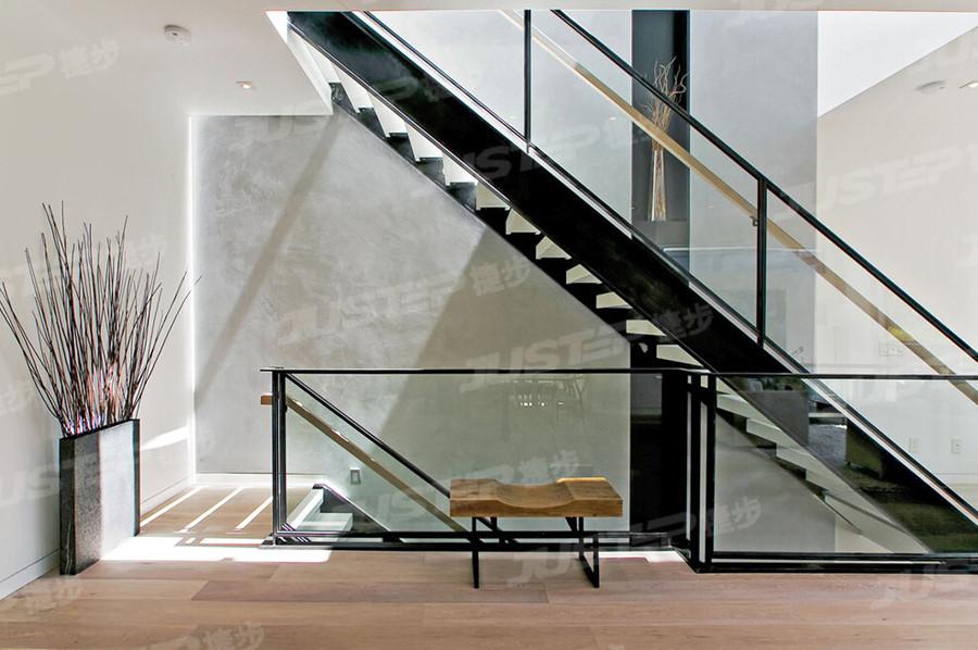 清新明亮现代简约风格楼梯简单家居装修设计图