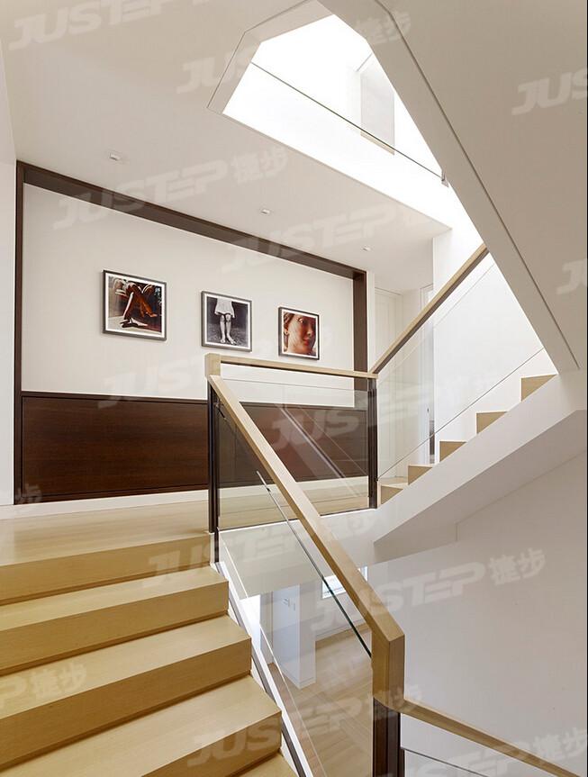 一,实用装饰楼梯墙面 复式楼梯装修效果图 有个性室内楼梯设计