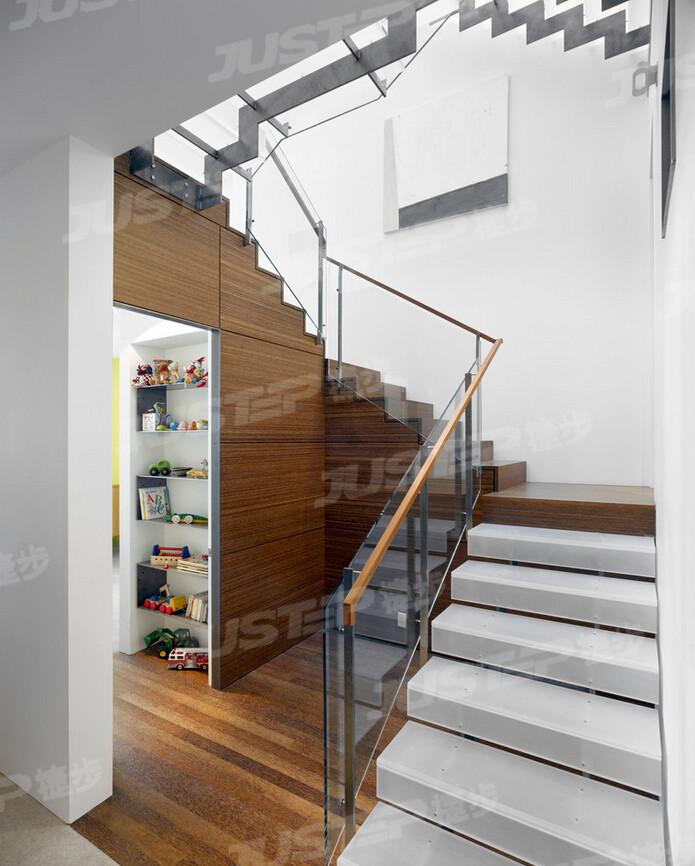 欧式别墅楼梯大理石踏步