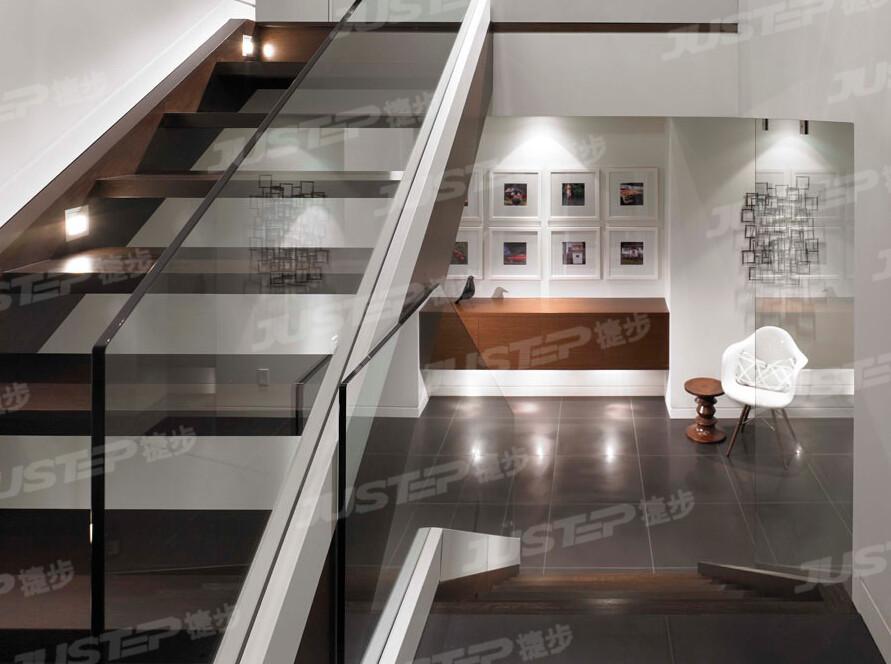 木楼梯玻璃扶手图片