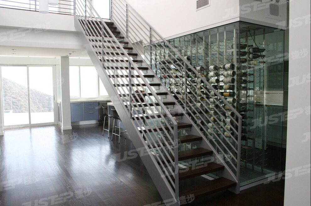 大酒店欧式旋转大理石楼梯将军柱