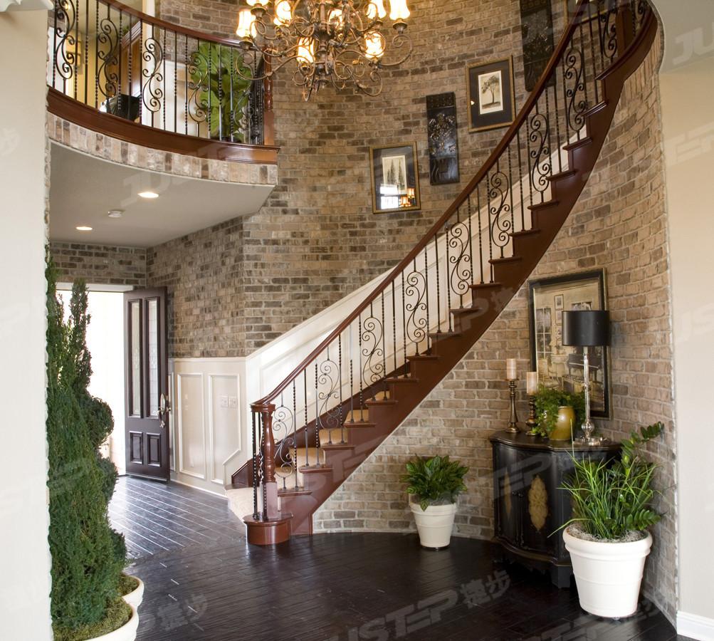 欧式别墅旋转木楼梯