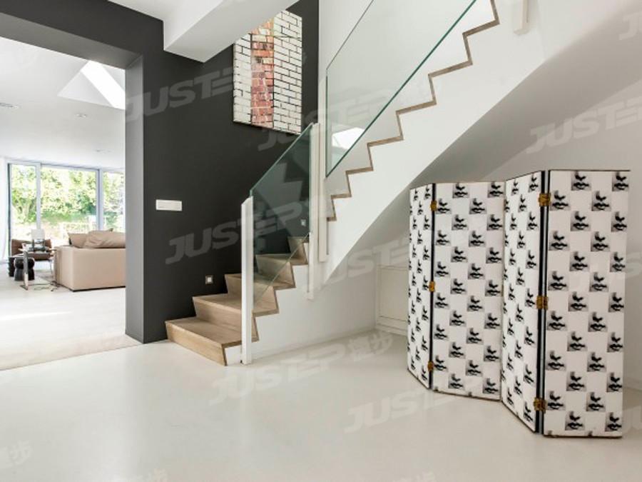 二层别墅室内楼梯设计效果图