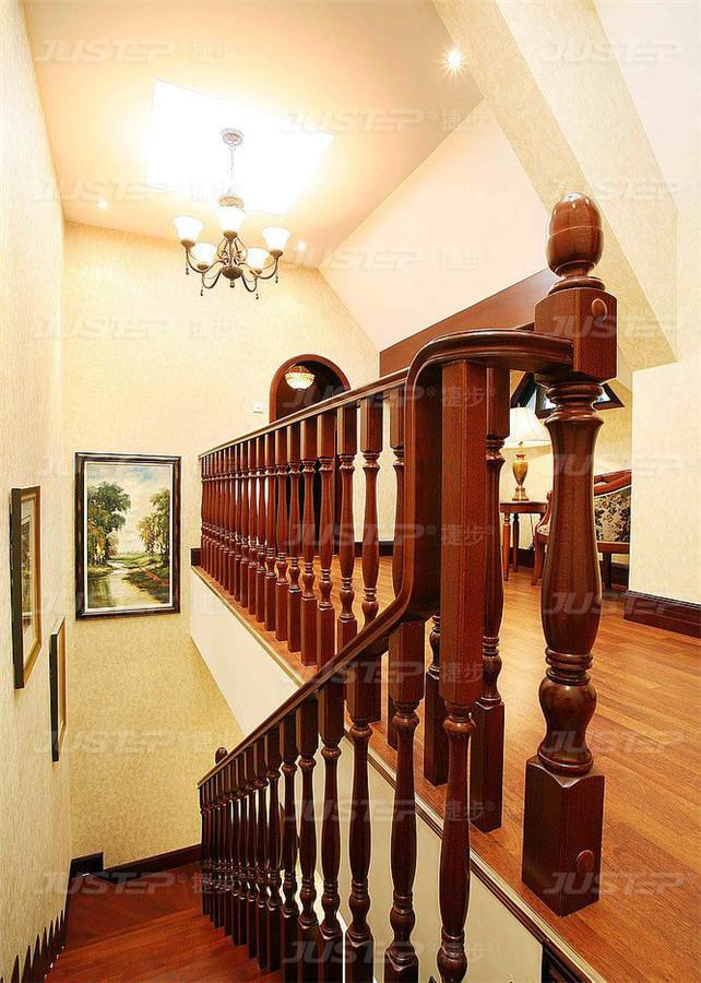 欧式别墅实木楼梯装修效果图